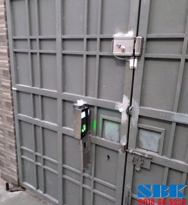 Khóa-cửa-cổng-vân-tay-ngoài-trời-Ronald-jack-F18
