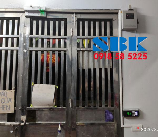 lắp đặt khóa vân tay nhà trọ cửa sắt Ronald jack SF200